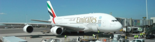 Emirates A380 boven Amsterdam